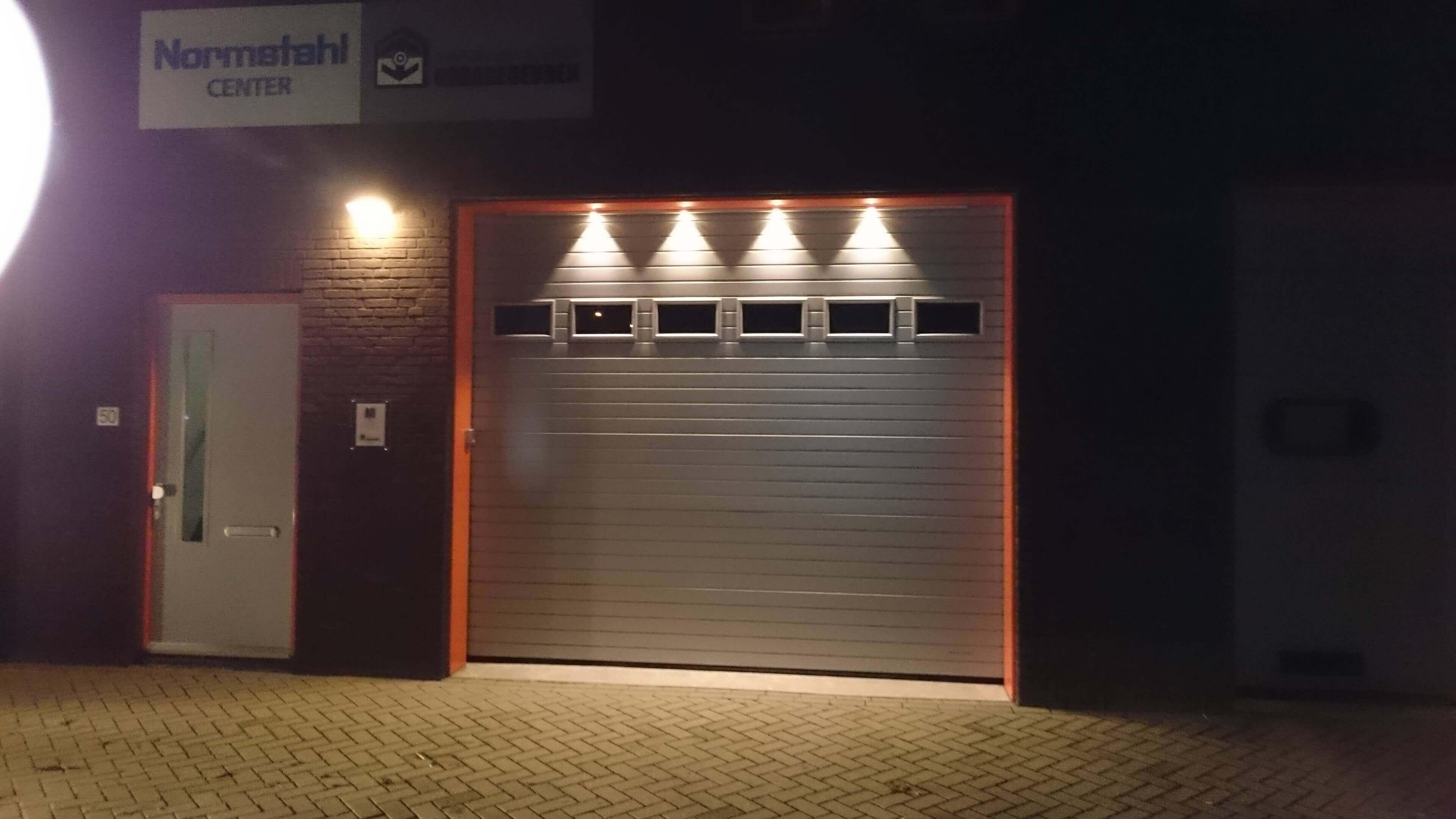 Normstahl-garagedeur-met-LED-verlichting