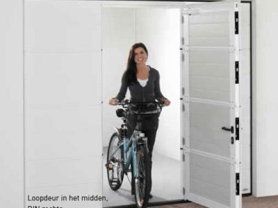 Sectionale garagedeur - Geïntegreerde loopdeur 1 - Van IJperen Garagedeuren